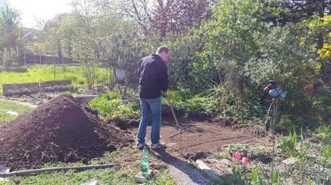Kräuterspirale Boden vorbereiten