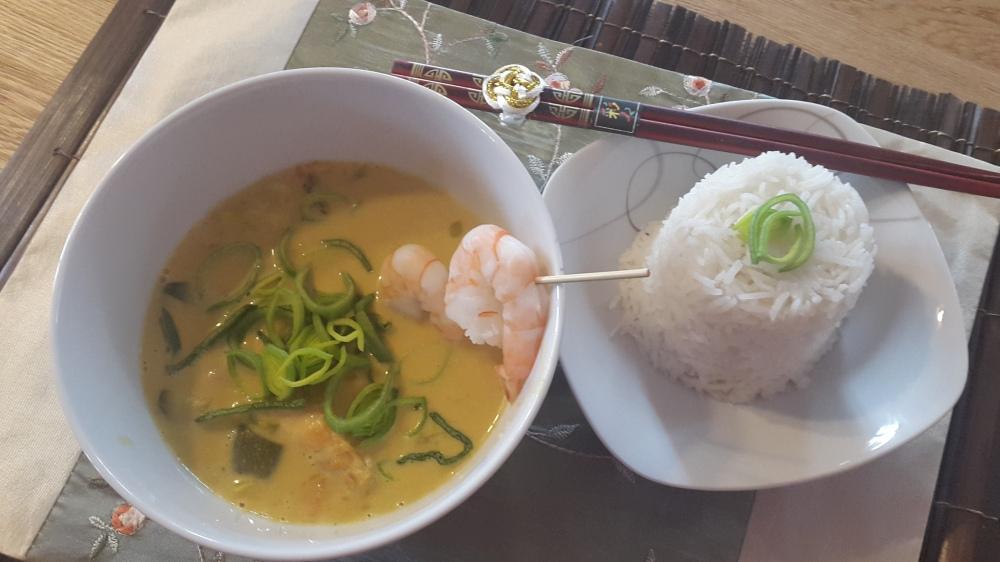 Kokon-Fisch-Curry mit Garnelen